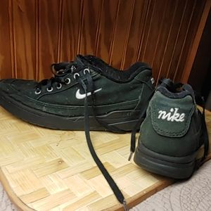 Nike canvas shoes